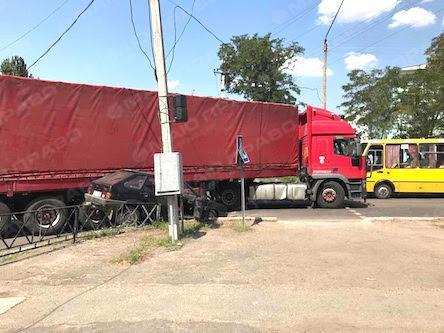 Свежие новости: В центре Вознесенска произошла авария